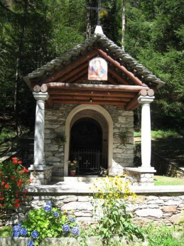 Cappella lungo la Via borromea